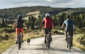 Syklister på grustur